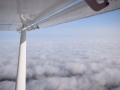 ULM - Vue aérienne au dessus des nuages